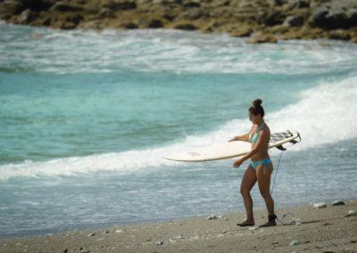 Surfing_new_girl_encanta