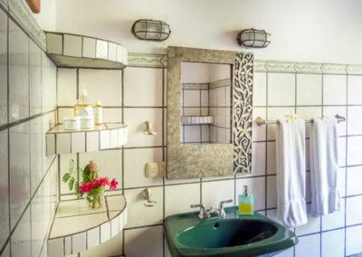 Bathroom_CasonaRight_web